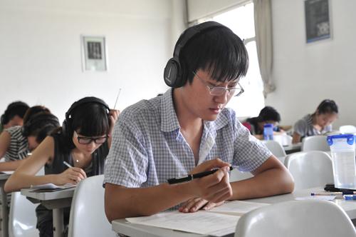 我校16053名同学参加全国大学英语四六级考试