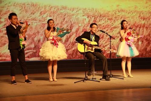 吉他弹唱 风吹麦浪-一场特别的晚会举办