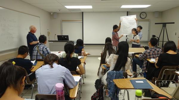 我们从中美说堂、熟习体例与压力、作业与活泼以及英语熟练等方面进行了长远地调换