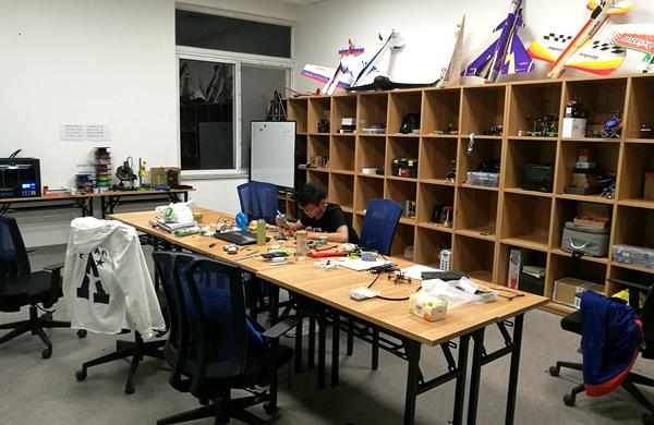 """创客工坊:化创意为创新的实践平台   """"创客工坊是我在学校的第二个家图片"""