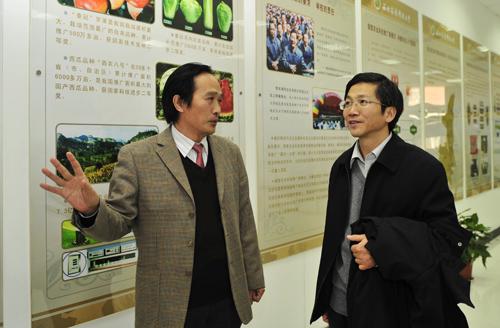 图片新闻:中央组织部干部三局副局长赵凡来校