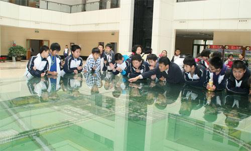 西北工业大学附属中学优秀学生代表来我校参观
