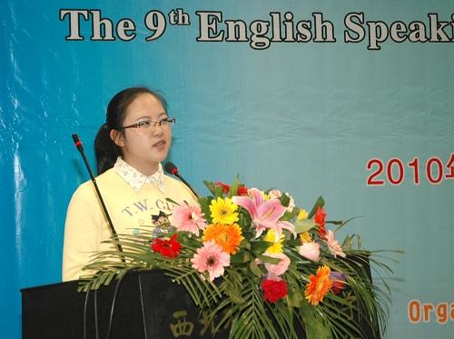 学校第九届大学生英语演讲比赛掠影
